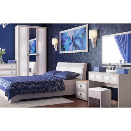 Спальня  с декором из экокожи